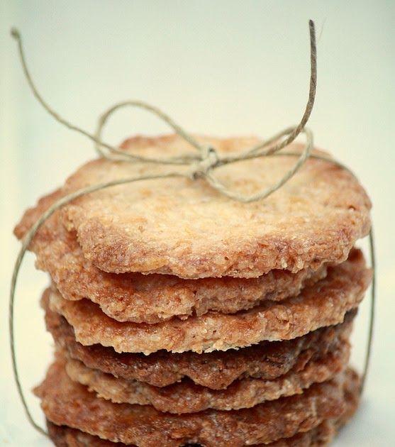 Receta de galletas de coco crujientes. Como hacer galletas de coco sin mantequilla ni huevo. Receta de galletas veganas.