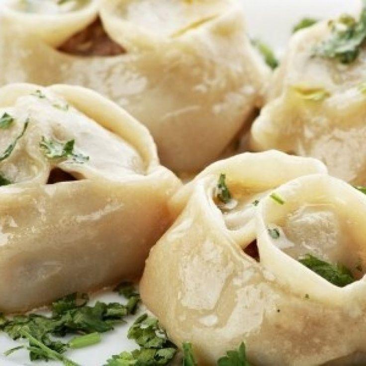Pierog z ziemniakami i cebulą to danie typowo podlaskie. Z Podlasia pochodzą dwa sposoby przygotowania tych pierogów. Często mylone z pierogami ruskimi...