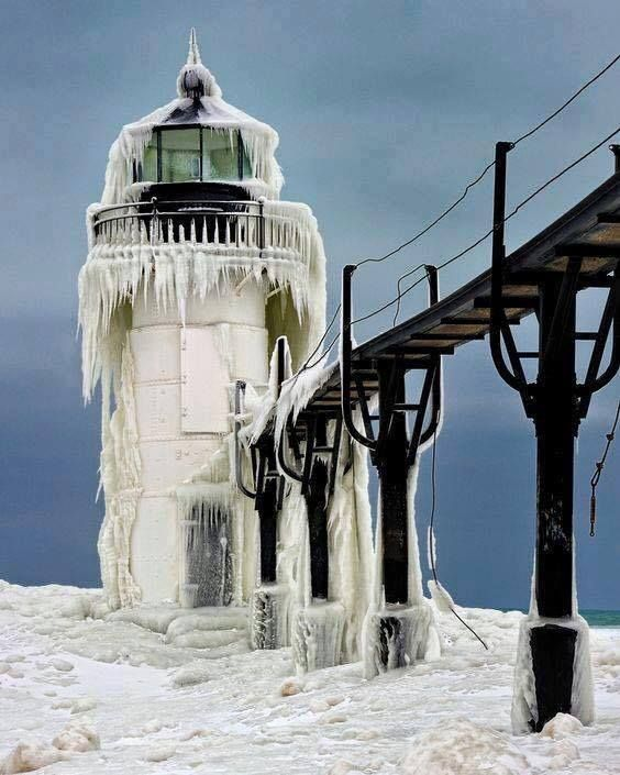 18 Magnificent Lighthouses that Light the Sailors' Way Around the World
