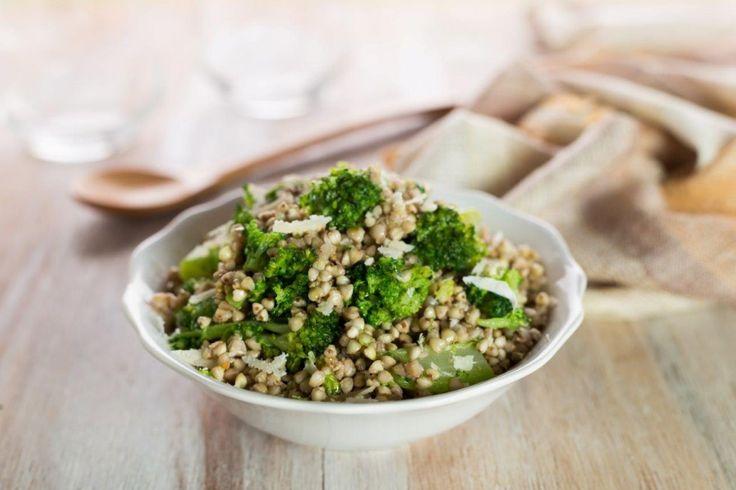 Il grano saraceno con i broccoli è un contorno sostanzioso e appagante. Aggiungete altre verdure di stagione a piacere, per un risultato ancora più gustoso!