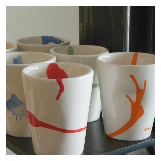Tasses à café : http://madecheznous.fr/fr/objets-decoratifs-et-pratiques/549-4-tasses-a-cafe-couleurs-enw-ceramique.html