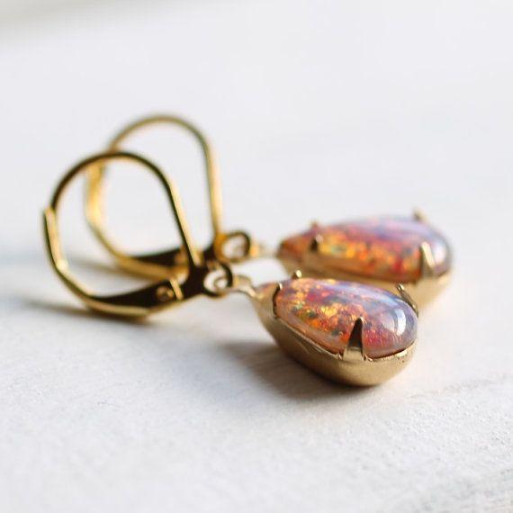 Rosa Opal Ohrringe... Vintage milchigen Glas von SilkPurseSowsEar