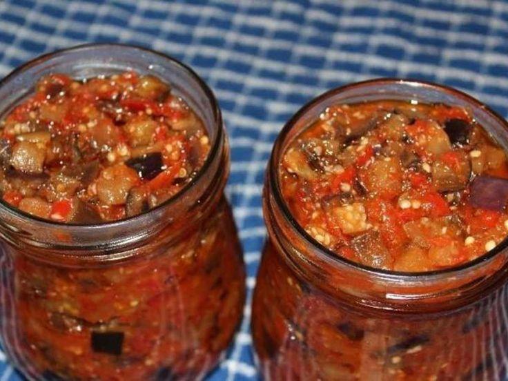 Хочу вам предложить заготовить на зиму остренькие, очень вкусные, с невероятным ароматом баклажаны по-грузински. Готовятся совершенно просто, а результат - отличный. Советую! Из данного количества продуктов получится 2 пол-литровые баночки баклажанов. Для приготовления баклажанов по-грузински на зим