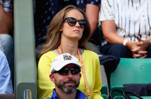Kim Sears Photos Photos - Wife of Andy Murray, Kim Sears, watches on during the mens singles quarter finals match between Kei Nishikori of Japan and Andy Murray of Great Britain  on day eleven of the 2017 French Open at Roland Garros on June 7, 2017 in Paris, France. - 2017 French Open - Day Eleven
