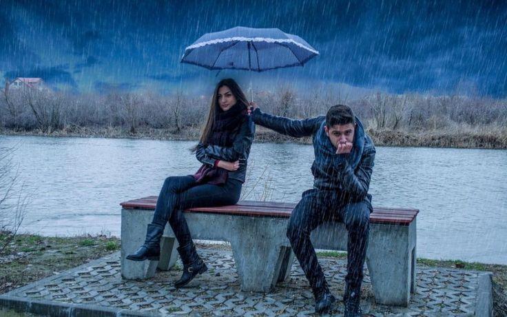 Картинка 900x563 | Фото с парнем и девушкой под дождем | Любовь, фото #фото#картинки#любовь#парень_и_девушка#ссора#под_дождем#дождь#зонт#забота
