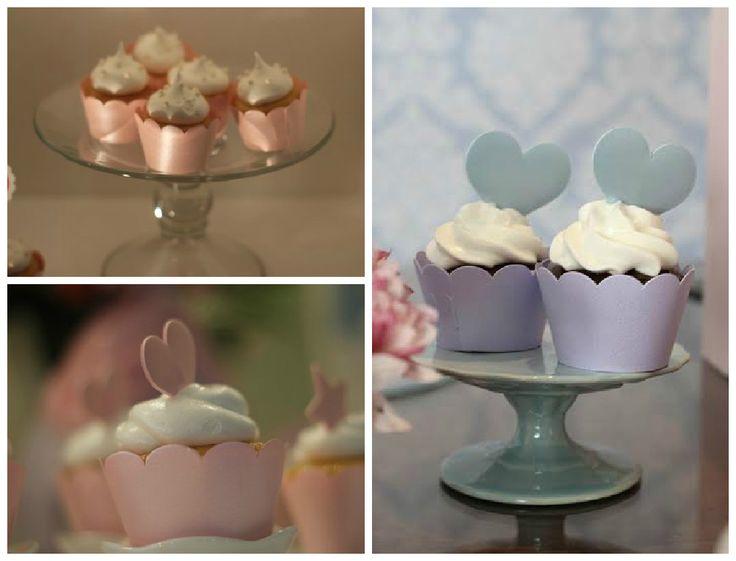 Cupcakes em destaque e no tamanho de uma mordida ^_^! Esses são da Confeito Design!