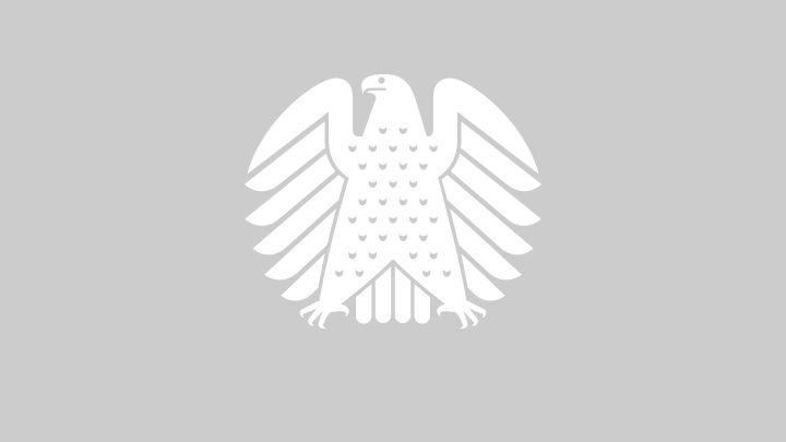 Die Oppositionsfraktionen wollen den gemeinnützigen Wohnungsbau wiederbeleben.http://www.bundestag.de/mediathek?videoid=7029961#url=L21lZGlhdGhla292ZXJsYXk=&mod=mediathek