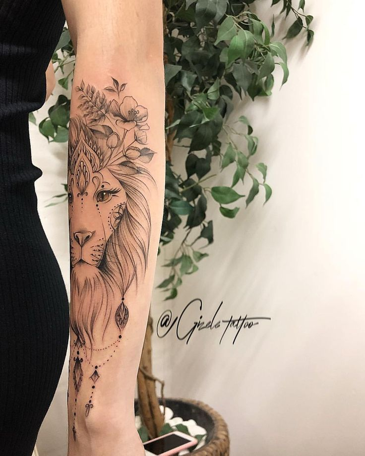 Thais, I want to thank you for the RESPECT you had for my work. Come to me to make one of my lions, when so many people walk … – – #smalltattoos