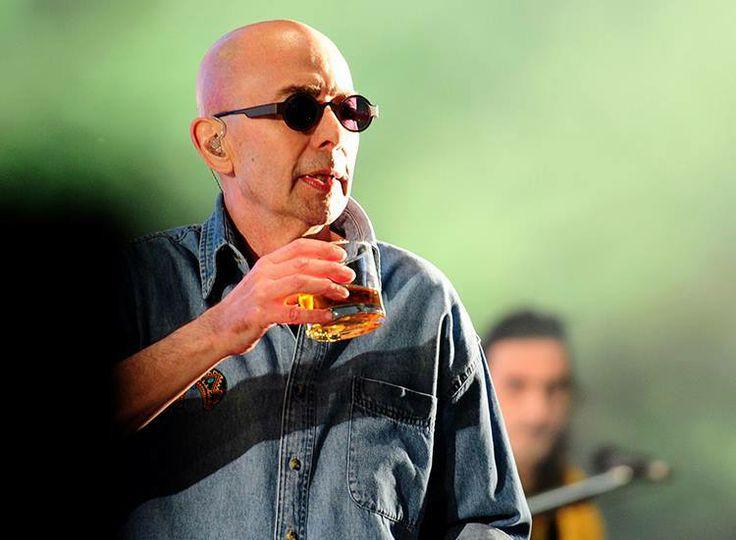 es una copa de lo mejor cuando se ríe un héroe del whisky más bebe cerveza a punto, a punto calentito
