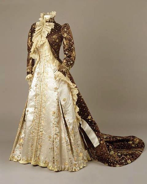 Tea gown, by the House of Worth, ca. 1890-1895. Royal Ontario Museum
