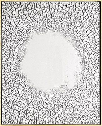 Alberto Burri travail sur les différentes matières et leurs craquelures.