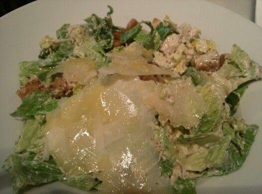 Ensalada César: Pollo al carbón,Parmesano y Mostaza. Un clásico irresistible ;-) #restaurantes #malaga #comer