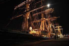 Znalezione obrazy dla zapytania pirate ship at night