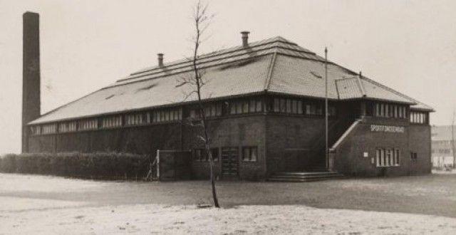 Bisschopsweg 175. Sportfondsenbad, gebouwd door Van Hoogevest.