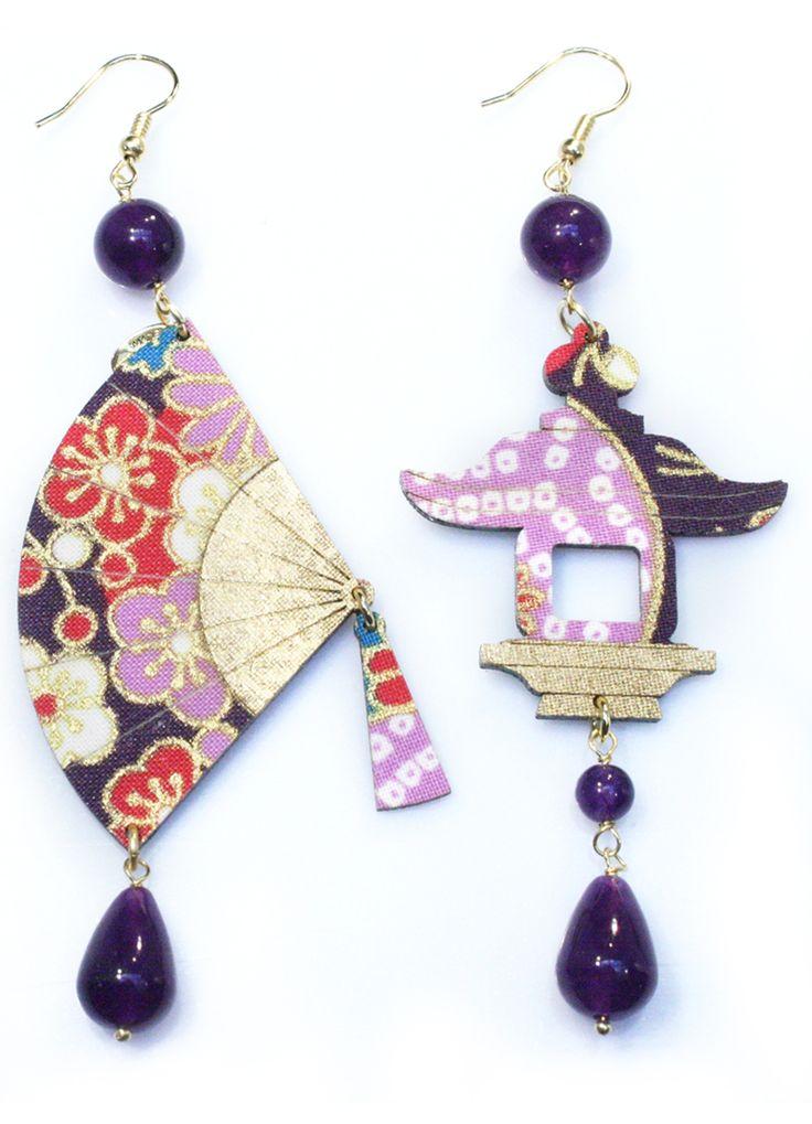 Orecchini realizzati con antiche sete di kimono giapponesi stese con un…