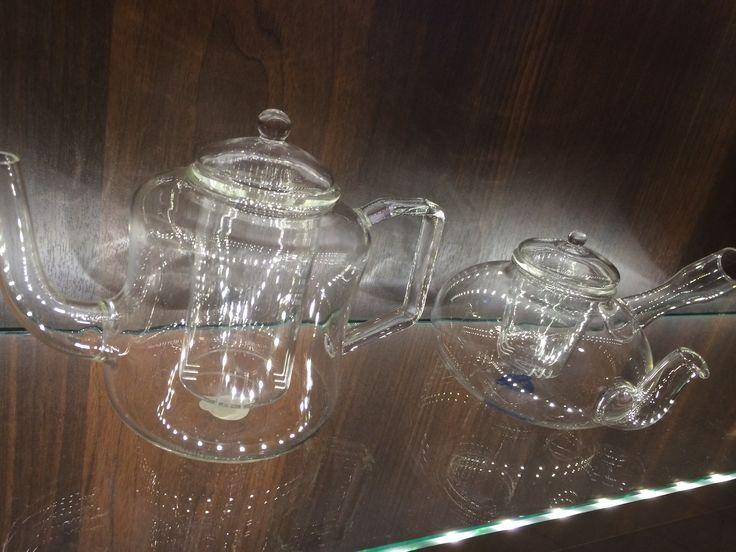 Tee on nyt muotia. Tässä juodaan teetä Helsingissä. Tässä välineitä.