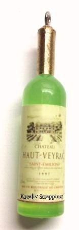 RESIN - VINFLASKE RES-0004 - GRØNN - 4 stkFlotte vinflasker i fargen gyllen brun. Etikkettene på flasken kan variere noe4 stk i hver pakke. Måler ca 5,2 lang X 1,5 CM bred