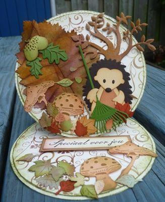 Op de club van Mariannedesign vragen ze deze maand een echte herfsteasel-kaart. Echt geen straf met de leuke herfstmallen.   Ik heb all...