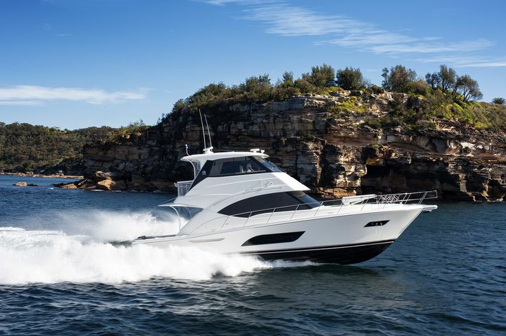 Riviera 57 Enclosed Flybridge Running.