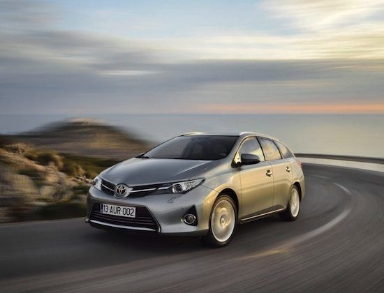 Toyota Auris Touring Sports     Spazio all'ecologia  Caratterizzata da motorizzazioni parche nei consumi, tra cui una versione full hybrid, la Toyota Auris Touring Sports è una station wagon di categoria medio compatta. Tra le sue qualità spicca il coefficiente aerodinamico Cx di appena 0,28,...