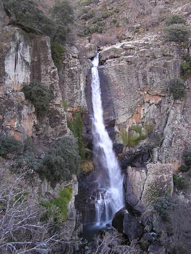 """La Cascada de la Ventera, a veces también llamada Ventosa y en nuestra traducción al inglés bautizada libremente como """"blowing waterfall"""" es una de la más bellas de la región."""