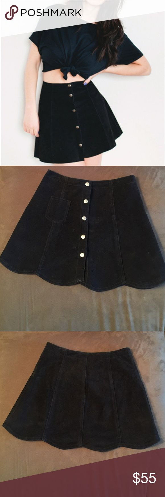 Leather Button Down Mini Skirt 100% Leather Shell Lettuce Cut At The Bottom 5 Snap Buttons Super Cute For Spring/Summer  Willing to Bundle To Save You Money Functional Front Pocket  From Pet/Smoke Free Home Dry Cleaner Only Size 5 Skirts Mini