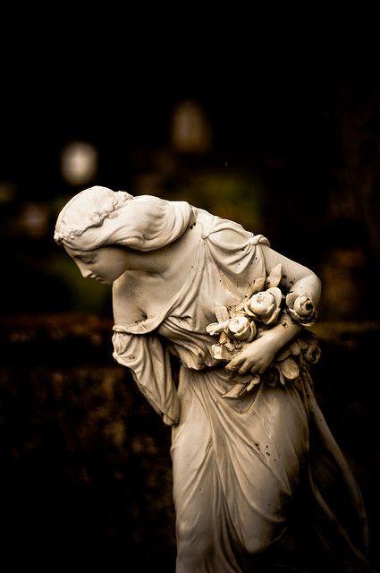 lady with flowers: Angel Reykjavík, Sculpture, Gardens Statuari, Wide Wings, Old Lady, Cemetery Angel, Hólavallagarður Angel, Gardens Art, Gardens Statues