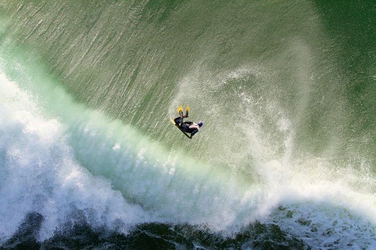 Hay abismos por los que apetece caerte ................... Fot.: MNunes | Surfer: H. Pinheiro #peniche #portugal #surf #surfing #surfer #surfstyle #ola #wave #agua #water #oceano #ocean #mar #sea #deporte #sport #naturaleza #nature