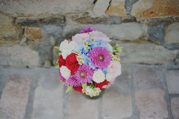red, blue, pink bridal bouquet with hydrangeas, roses, dahlias, carnations, chamomile, garden roses and berries | photography by landvphotography.it | floral design by ilprofumodeifiori.it http://weddingwonderland.it/en/2013/11/the-sweetest-day-getting-ready.html
