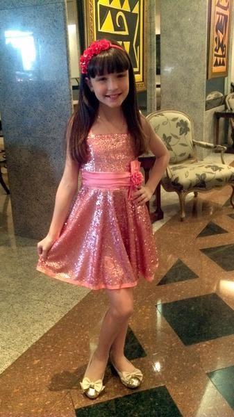 vestido rosa com tiara