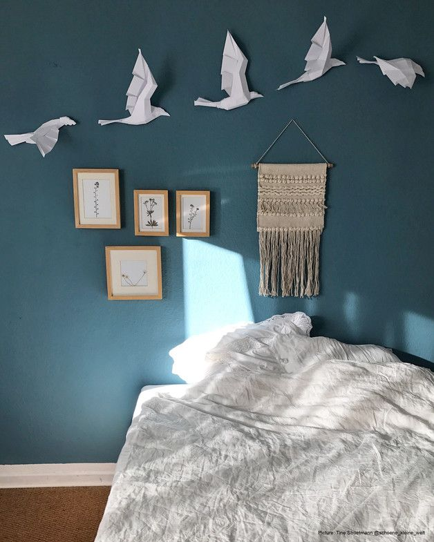Wanddeko fürs Schlafzimmer: Weißer Vogelschwarm aus Papier, Origami Kunst / paper birds as wall decoration for your bedroom made by paperwolf via DaWanda.com