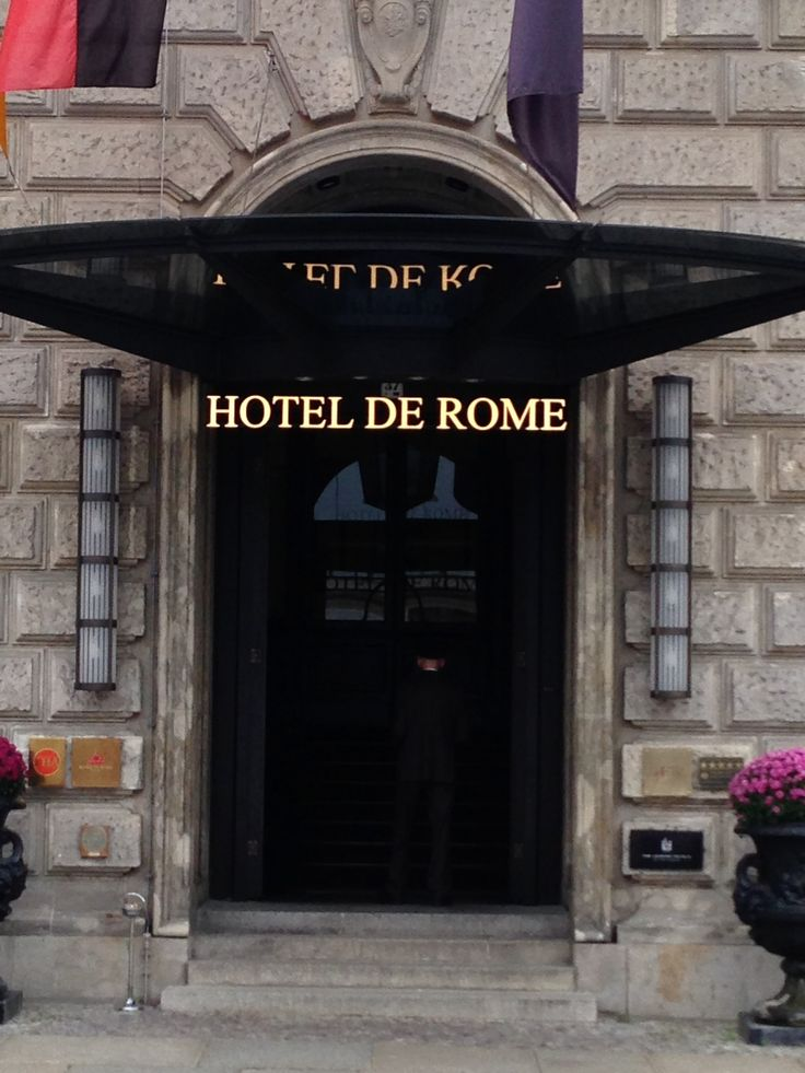 Welcoming and rich entrance manned by doorman who personalize the entry of every guest. #biztravel #hotels #roccoforte #berlin