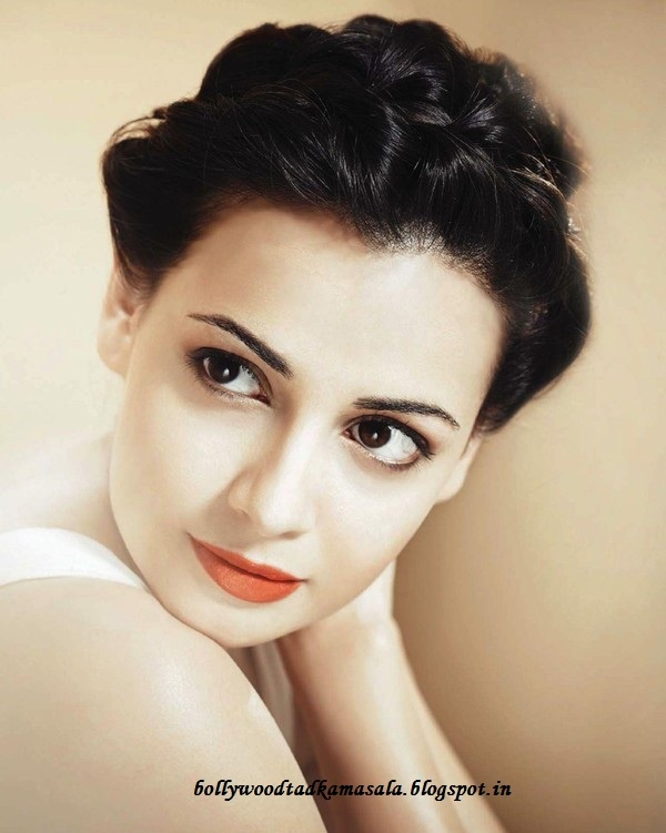 Dia Mirza, (b. 9 December 1981) is an Indian model, actress who appears in Bollywood films. Dia Mirza was born in Hyderabad, Andhra Pradesh. Her father, Frank Handrich, was a German architect and her mother, Deepa is Bengali Hindu interior designer. She won the Miss Asia Pacific title on 3 December 2000 becoming the first Indian contestant to win this title in 27 years. That same year Lara Dutta won the Miss Universe title and Priyanka Chopra won the Miss World title as well.