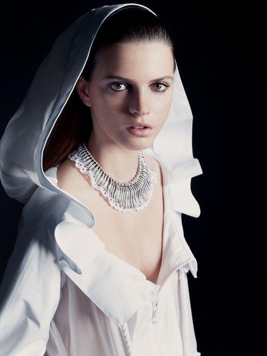 Vogue Paris, février 2007  Jeisa Chiminazzo photographiée par Andreas Sjödin pour la série Autrement Beaux du numéro de février 2007 de Vogue Paris