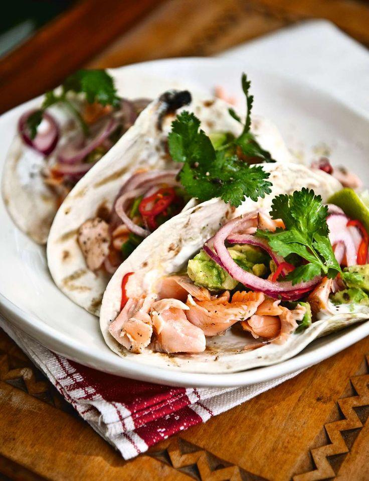 TACOS MED FISK  -  Fräscha tacos med fisk har blivit en favorit för små och stora