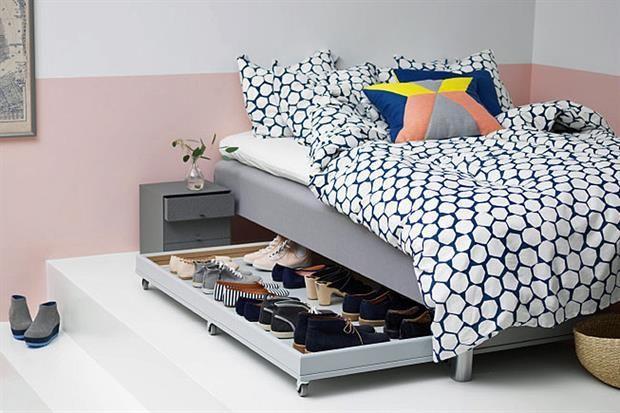 8 formas de aprovechar el espacio debajo de la cama  Plataformas, cajones y estantes para aprovechar el espacio de la cama.  /Ikea.com
