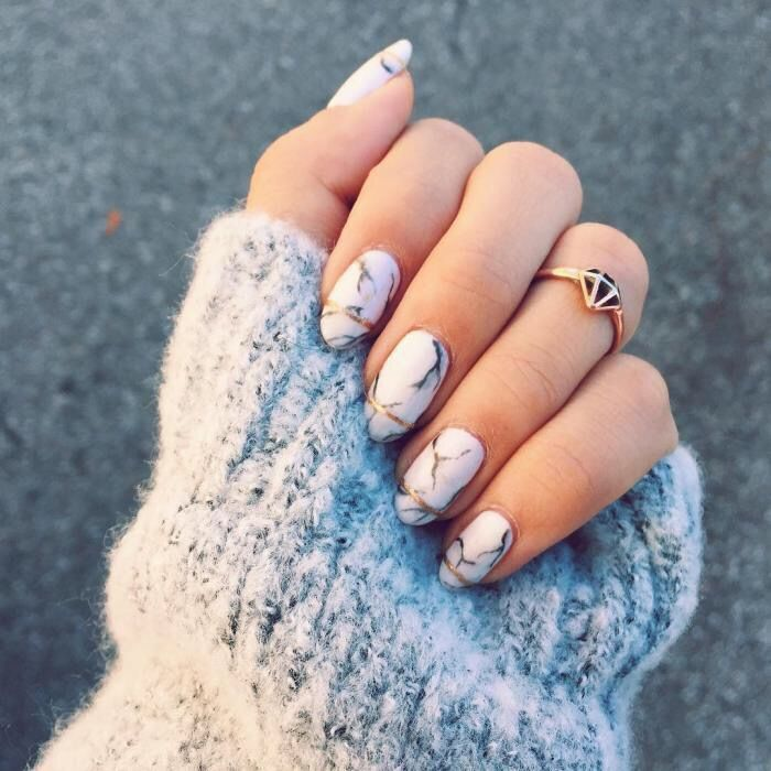 Accurate nails, Beige blue nails, Beyonce nails, Birthday nails, Everyday nails, Gentle nails with a picture, Gold nail art, Nail designs with pattern
