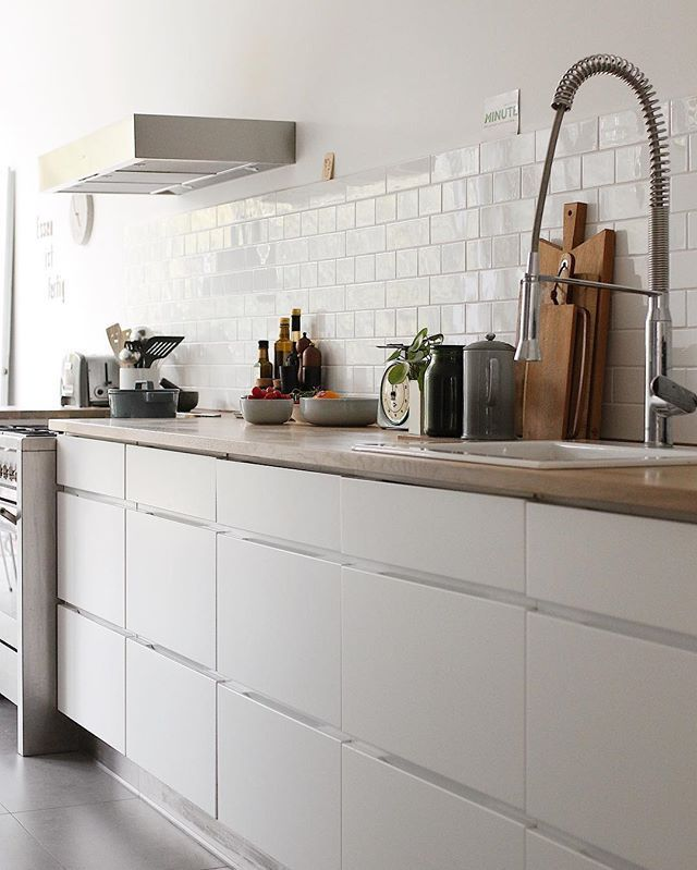 Weiße Küche ohne Oberschränke #küche #kitchen #kitchendesign ...