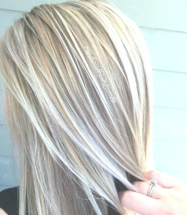Le Blond De Cafe Au Lait Pour Cet Ete Vous Allez Tomber Amoureuses Patine Cheveux Coiffure Meche Blonde Meches Blondes