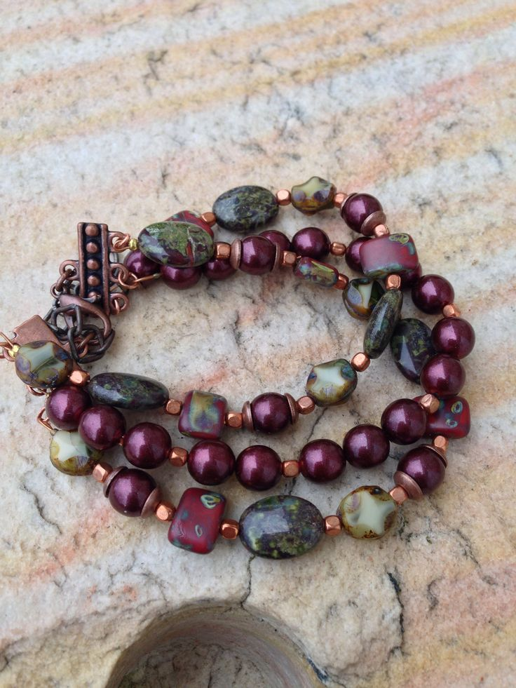 Bracelet--could do with freshwater pearls, fancy jasper and labradorite ovals. Mmm.
