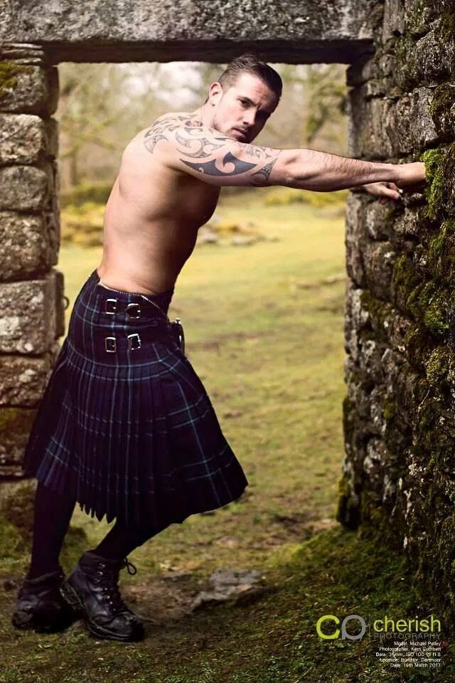... speechless... maybe it's the kilt.                                                                                                                                                                                 Más