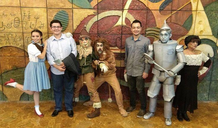 Musical El Mago de Oz por @opes_sv. Nótese como hay dos Hombres de Hojalata.  #opera #theater #culture #art #wizardofoz #magodeoz #musical