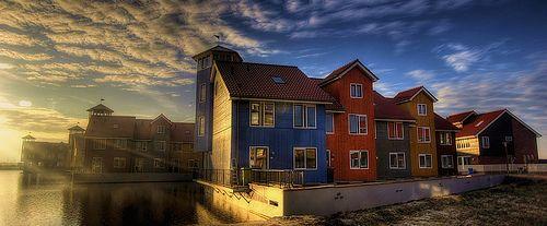 Kleurrijke huizen aan de Reitdiephaven by Guido Musch, via Flickr