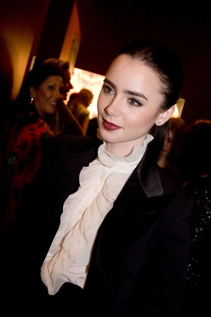 Lily Collins - Eyebrow envy