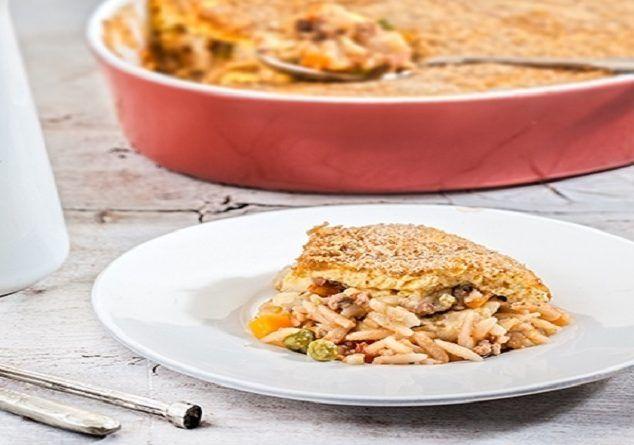 Γιουβέτσι με κιμά και λαχανικά με κρούστα γιαουρτιού