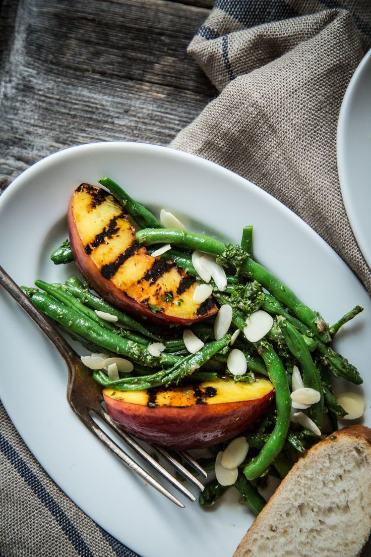 Green bean salad with grilled peaches