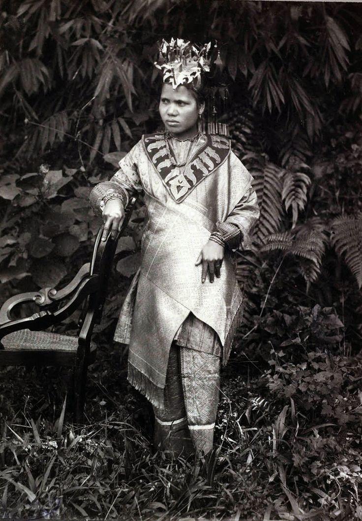 Portret van een bruid van Sumatra's Westkust 1918.