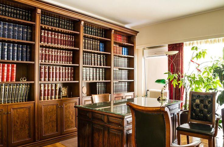 Βιβλιοθήκη Άρτεμις ΙΙ, εναλλακτικός σχεδιασμός της βιβλιοθήκης Άρτεμις, χωρις συρτάρια. Κατασκευασμένη από φυσικό ξύλο καρυδιάς και ρίζα ελιάς, σε διαστάσεις 400Χ260ύψος.