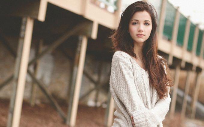 brunette model full