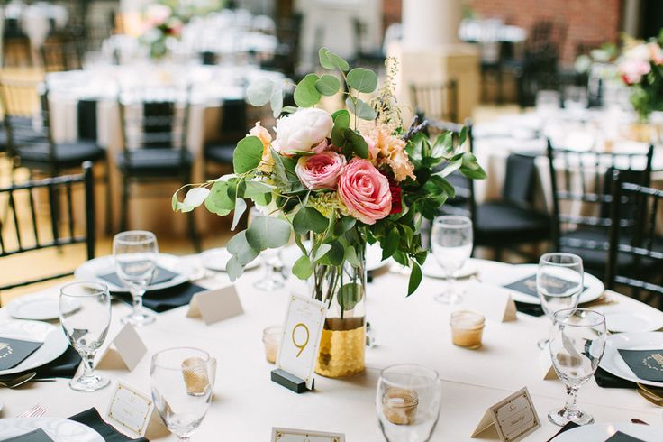 glamorous diy wedding at the dayton ohio art institute the shape tablescapes and flower. Black Bedroom Furniture Sets. Home Design Ideas